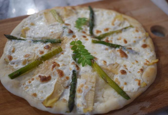bamboo shoots & mozzarella pizza